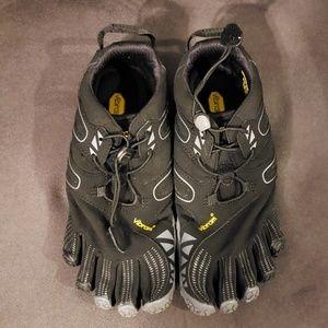 Vibram women's v trail runner sz 7(m) 39 EU